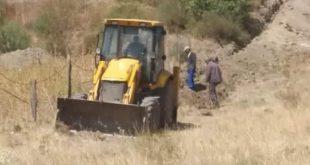 عمال البلدية في أشغال ربط مشتة بوشعالة بأنبوب رئيسي لتحسين خدمة تموين المنطقة بالماء الشروب